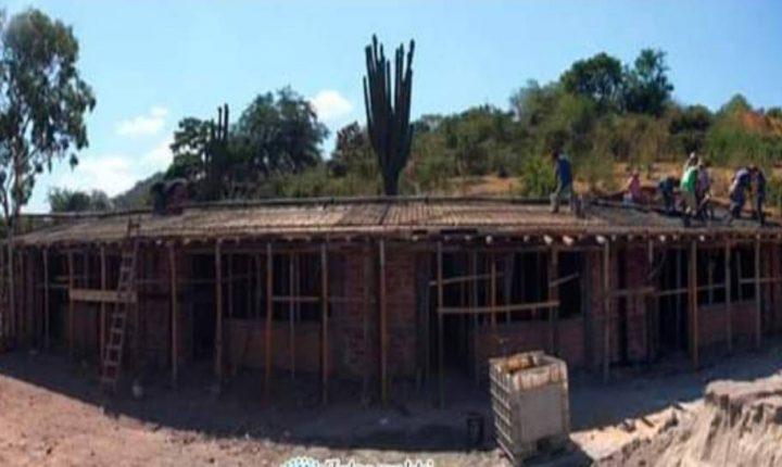 Avanzan las obras de reubicación de dos escuelas en Huitchila