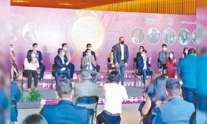 Reconoce Gobernador de Morelos a 18 jóvenes