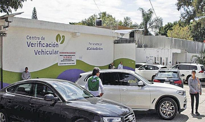 """Proliferan """"coyotes"""" en verificentros de Morelos"""
