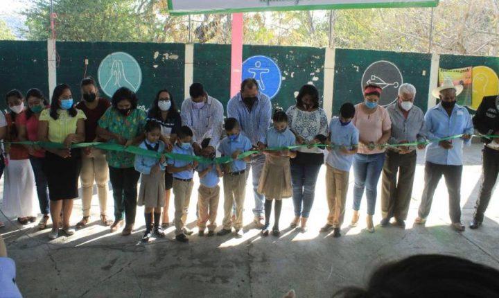 Instalan techumbre en escuela de Tepalcingo