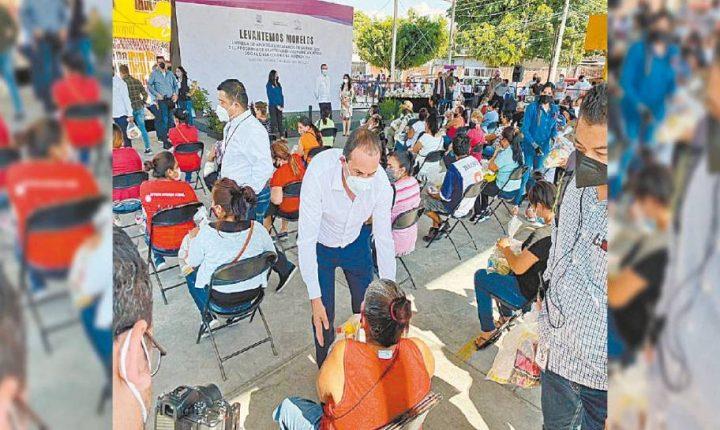 Entrega Cuauhtémoc Blanco despensas en Yautepec