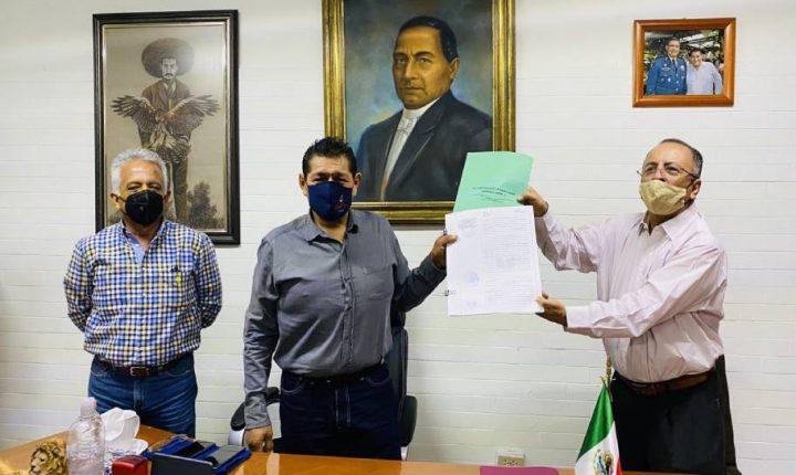 Suscribe Jesús Corona documento de donación de terreno a favor del municipio de Cuautla