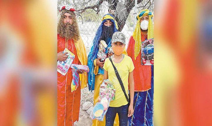 Dan Reyes a niños de Tlaltizapán