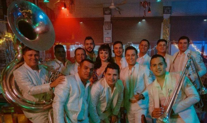 Mon Laferte dice estar enamorada del Regional Mexicano