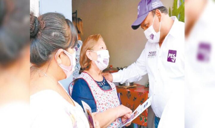 Moisés Agosto hace compromisos con vecinos de Cuautlixco