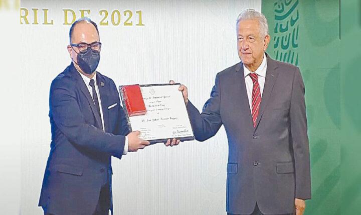 Investigador de UAEM recibe Premio al Mérito en Salud a nivel nacional