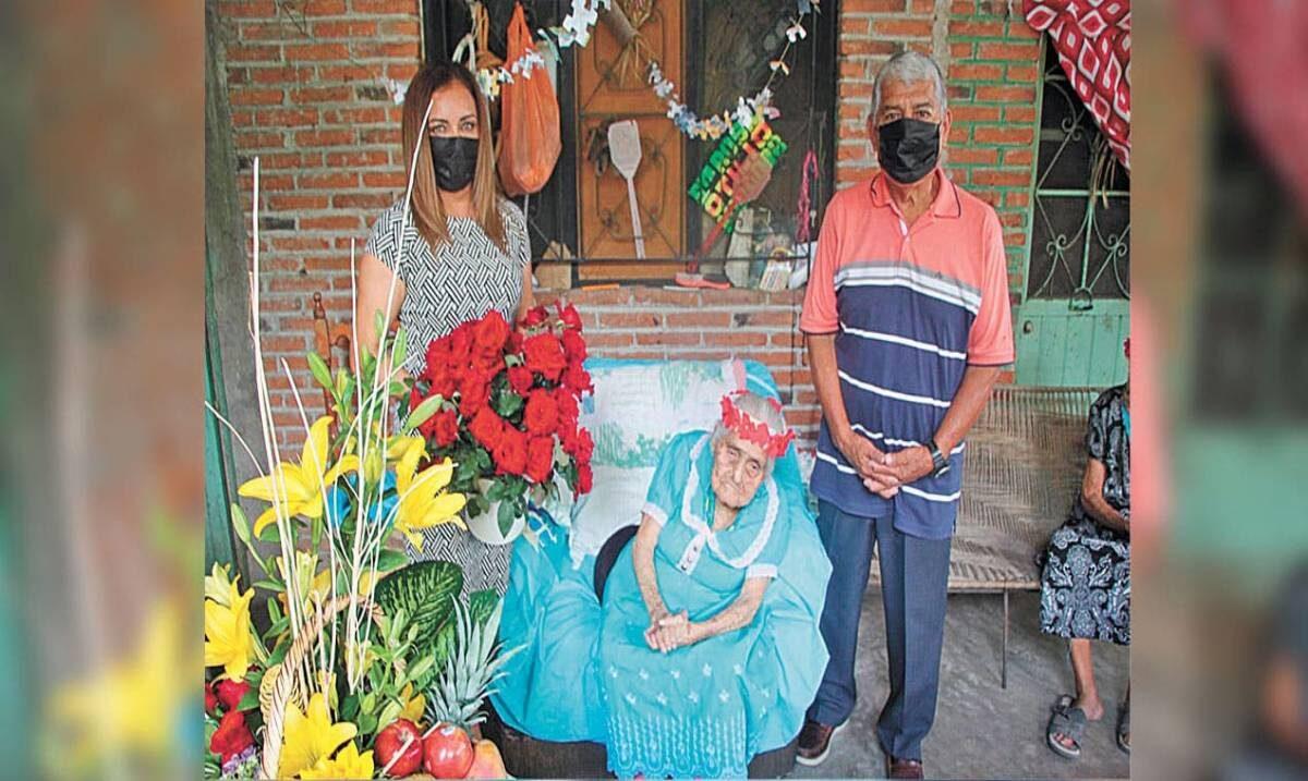 Festejan 117 años de Doña Juanita en Tlaltizapán