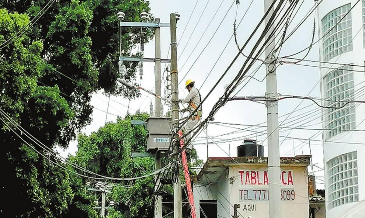 Fotonota: Atienden apagones en Cuernavaca