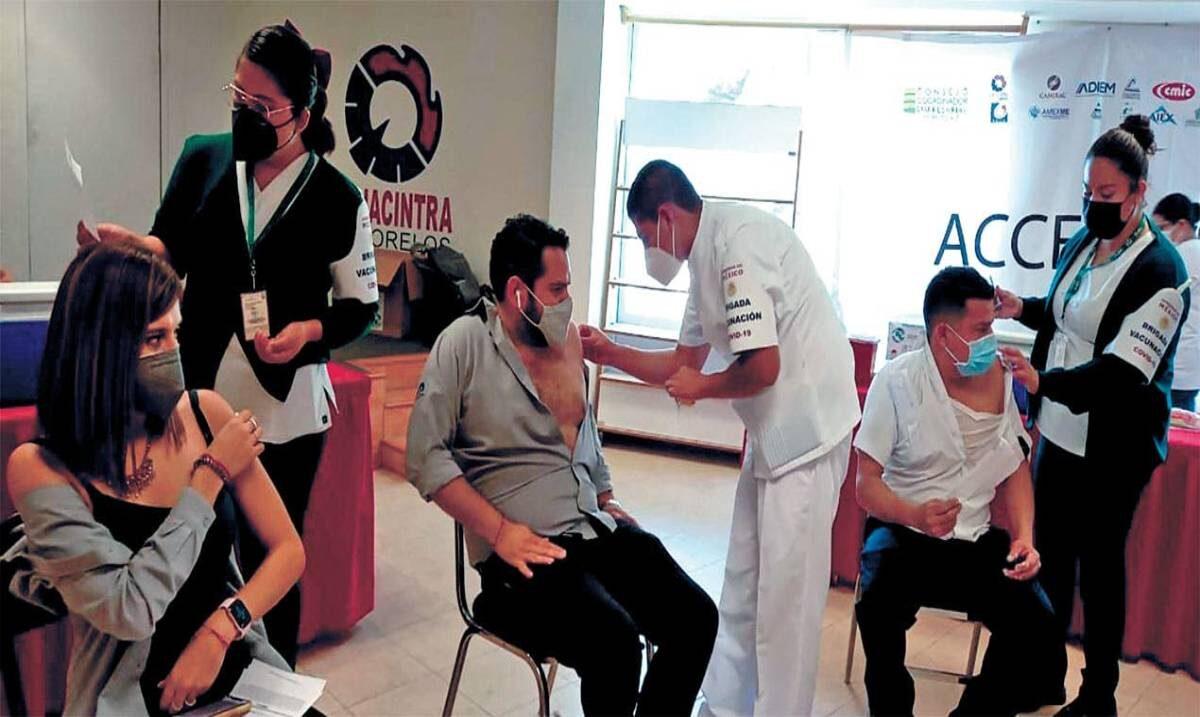 Van 1,500 dosis vs COVID19 al sector turístico de Morelos