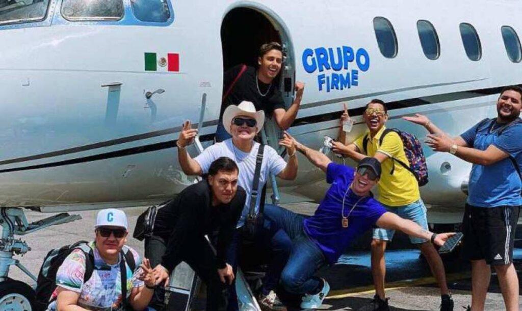 Grupo Firme ya no viaja en avión comercial
