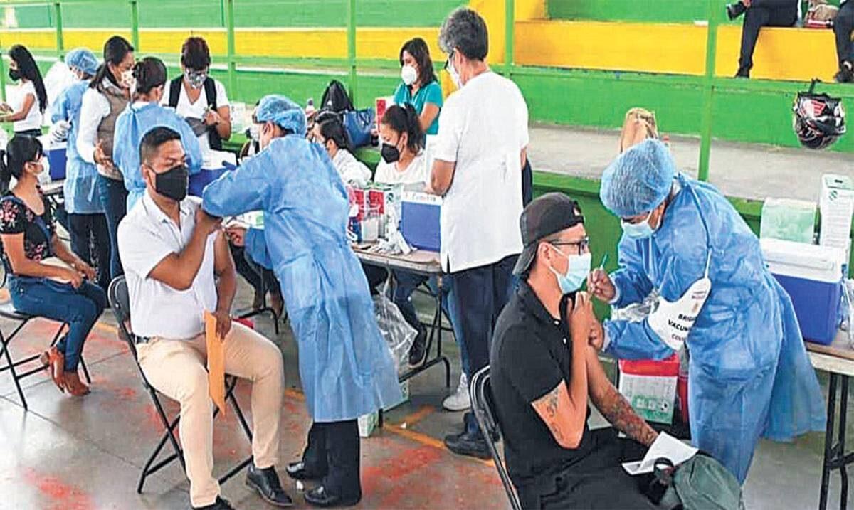 En Cuautla transcurrió primer día de tres de inoculación a sector de 30 a 39 años