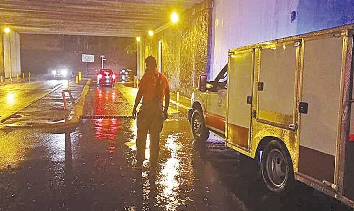 Brinda Protección Civil auxilio tras fuertes lluvias
