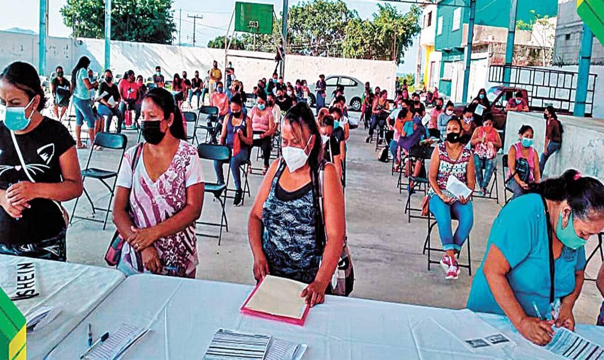 Entregan en Ayala tarjetas de Bienestar y becas