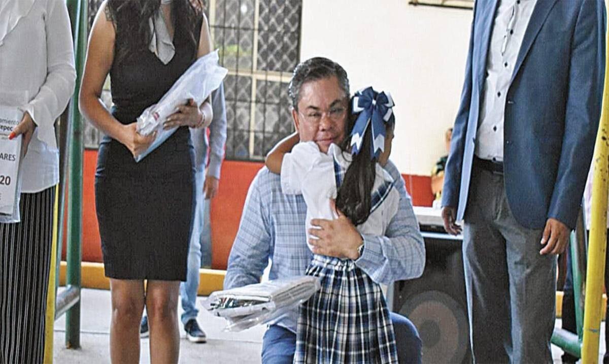 Distribuye Jiutepec 32 mil paquetes de útiles escolares