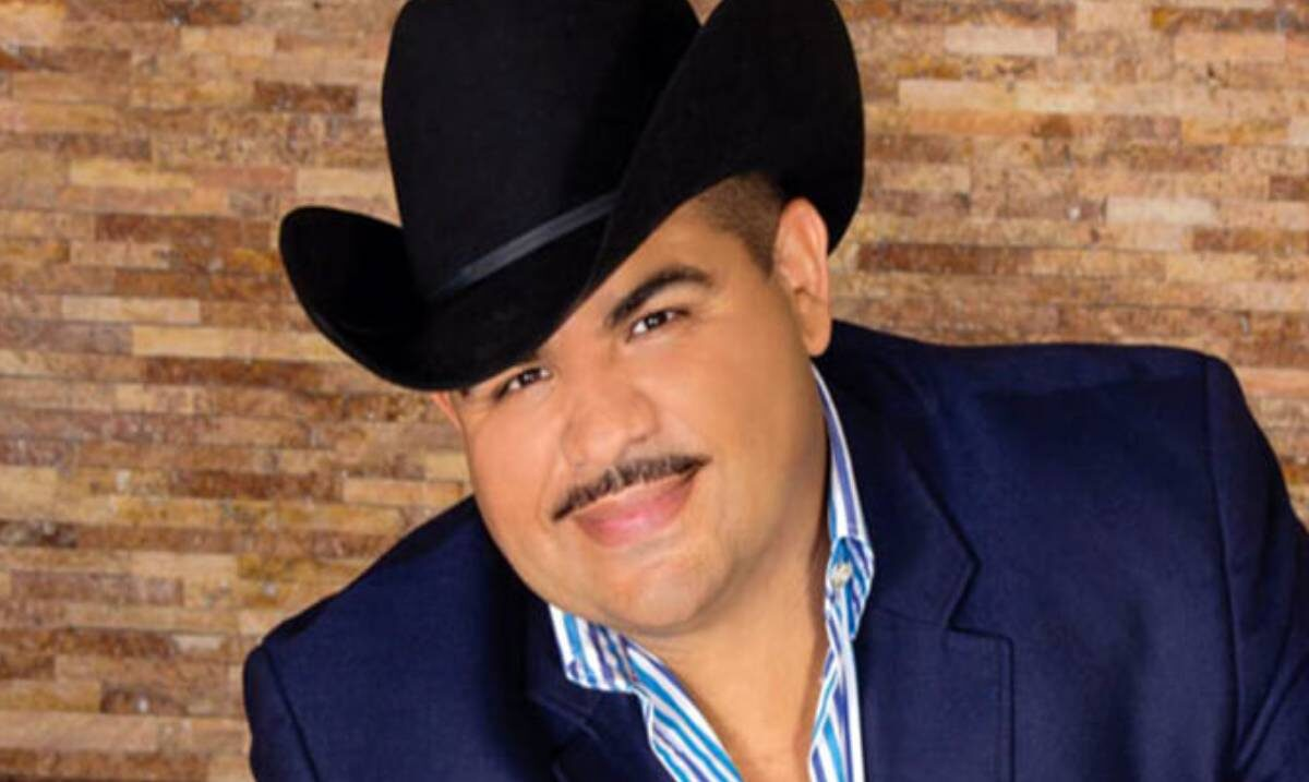 Cantante del regional mexicano vive momento de angustia en concierto