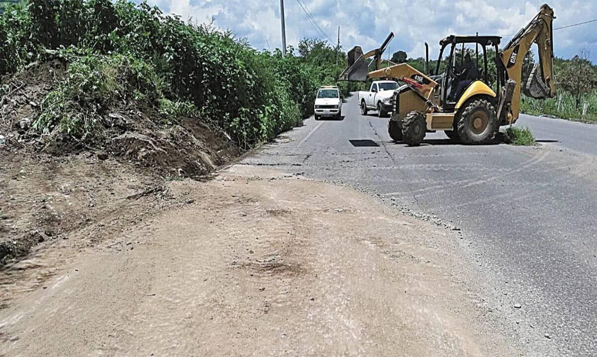 Limpian carreteras de Tlaltizapán
