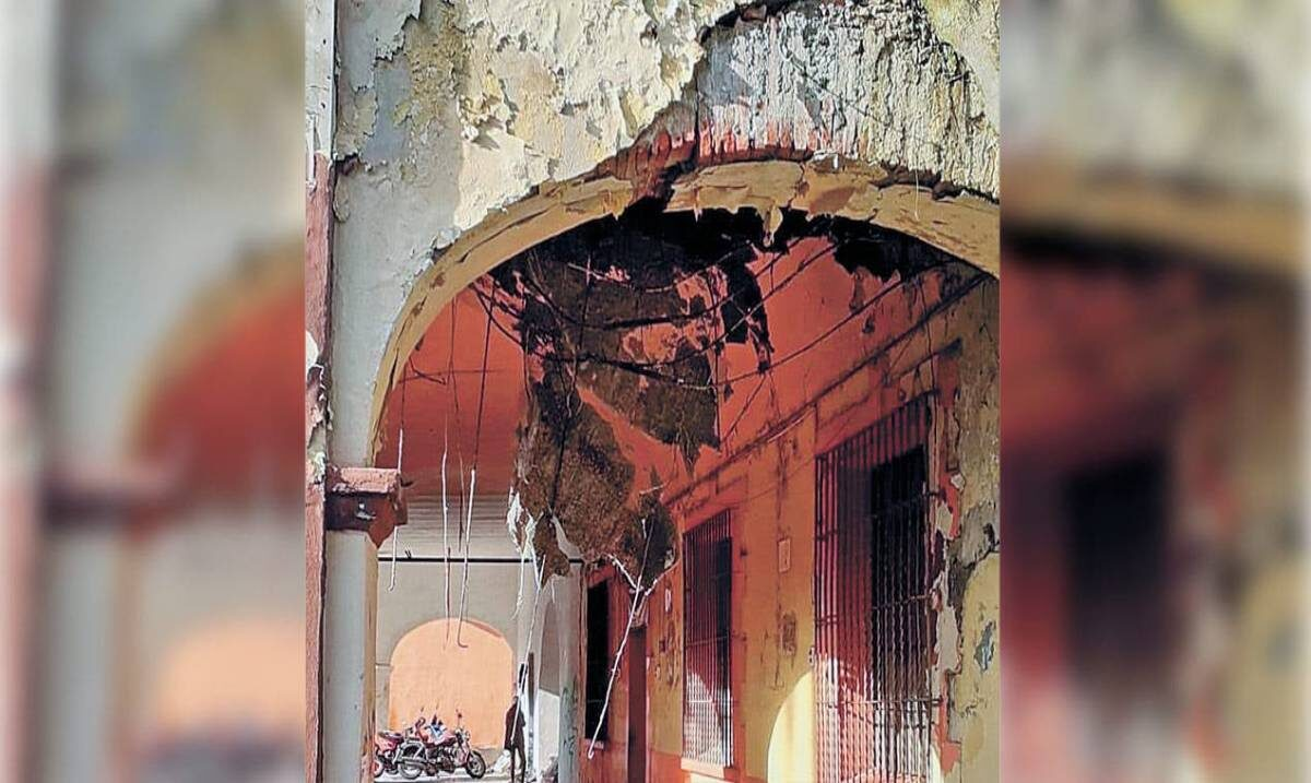 Cae techo de edificio antiguo