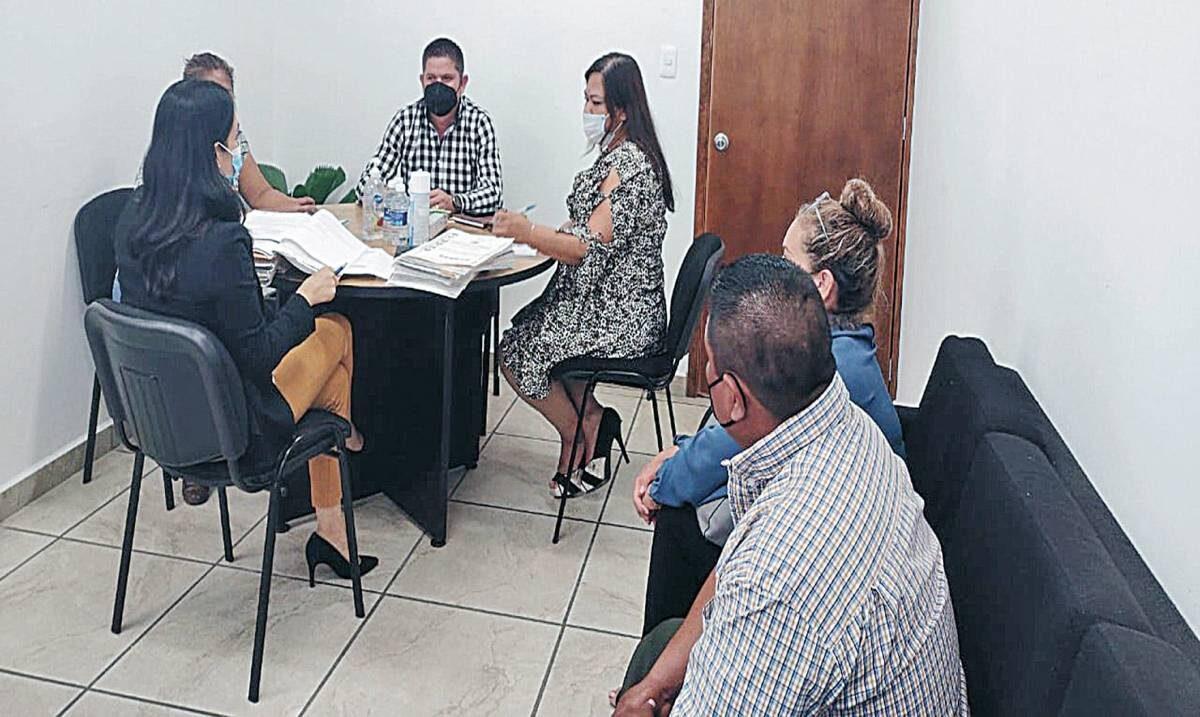 Reparan conflicto con trabajadores municipales de Tepalcingo